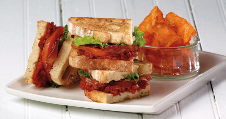 Nduja BLT sandwich with chips