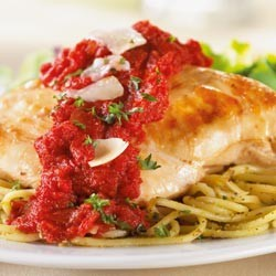 Plate of spaghetti with chicken and marinara sauce.
