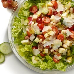 A green salad with tomatoes and meat
